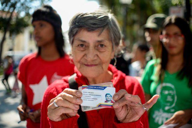 Más de 5 millones de venezolanas han recibido el Bono del Día de la Mujer -  El presidente de la República,Nicolás Maduro, informó que un total decinco millones de mujeres venezolanashan recibido a través delCarnet de la Patria el Bono del Día de la Mujer. Este bono, de700 mil bolívares, se otorga a través delCarnet de la Patria, herramienta implementada por el gob... - https://notiespartano.com/2018/03/08/mas-5-millones-venezolanas-recibido-bono/