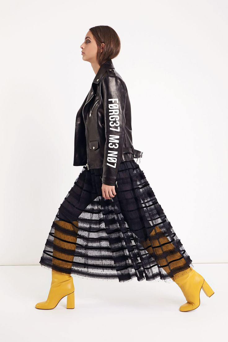 The complete Red Valentino Fall 2018 Ready-to-Wear fashion show now on Vogue Runway.