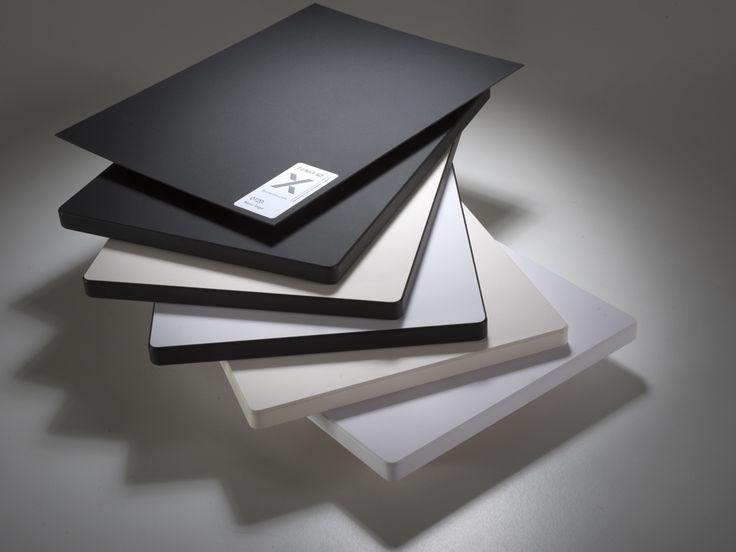 Fenix è un prodotto innovativo creato per l'interior design che coniuga raffinate soluzioni estetiche con prestazioni tecnologiche all'avanguardia. La sua superficie è dotata di proprietà uniche: termo-riparabilità, bassa riflessione della luce, piacevolezza al tocco, caratteristica anti-impronta digitali.