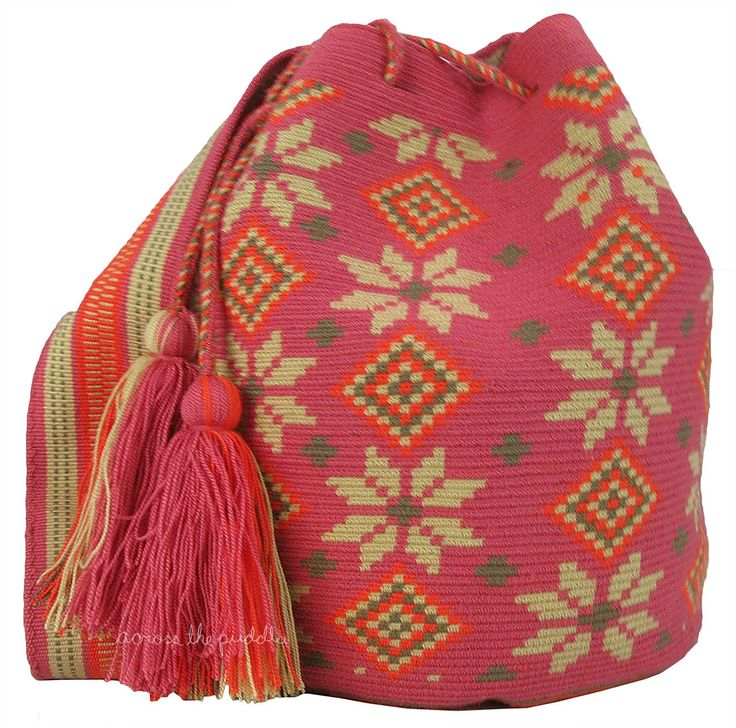 Shop fabulous woven bags handcrafted by the Wayuu people! An ethnic group of the Guajira peninsula in northern Colombia sold worldwide by Across the Puddle MW-9047 #mochilaswayuu #greatforxmas #greatfortravel