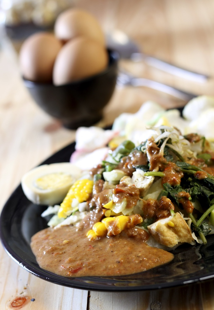 Indonesian food - Gado-gado. One of my fav. So healthy mixed vegies and nut sauce :G