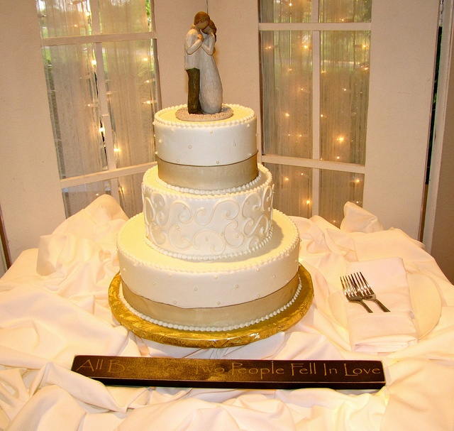 Beautiful Wedding Cake With Quote