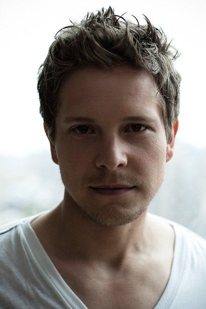 Matt Czuchry saw him on revenge and remembered that i love him over Dean on gilmore girls