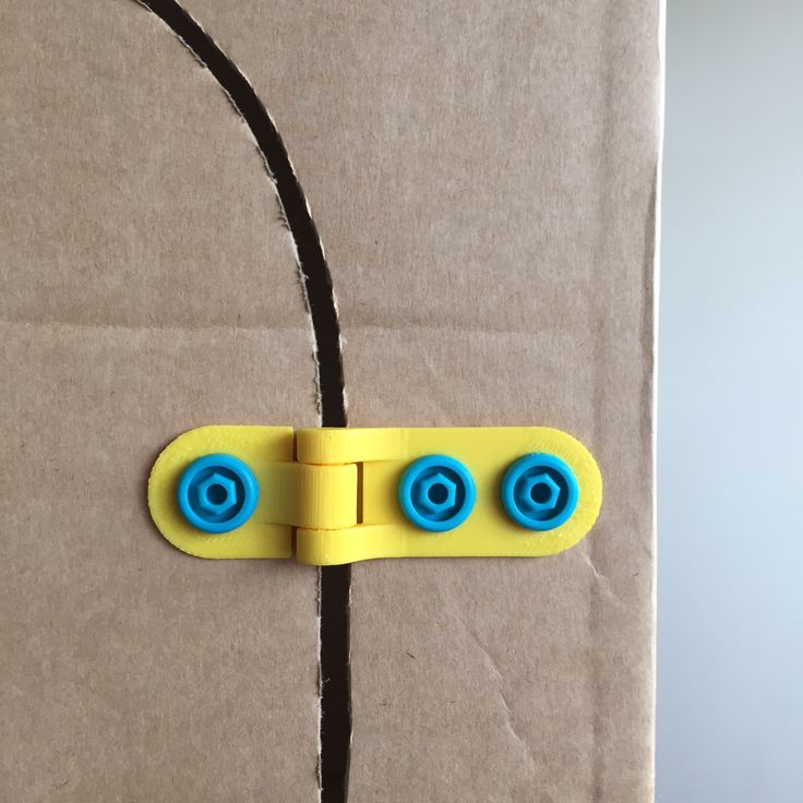 Get some truly kinetic action on your cardboard construction with this free swinging hinge. Doors, windows, trapdoors, drawbridges... they all hinge on you having this thing. Range of movement from 0 to 270 degrees. Uses 2-3 Makedo Scrus - available at www.make.do