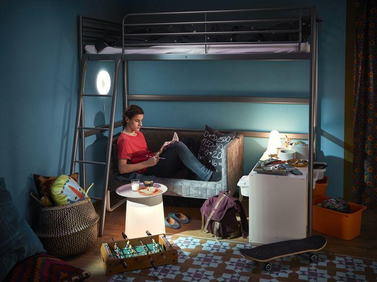 SVÄRTA hoogslaper | IKEA IKEAnl IKEAnederland slaapkamer kamer inspiratie wooninspiratie interieur wooninterieur kids kinderen kind bed bedframe KNOPPARP bank zitbank sofa kinderkamer