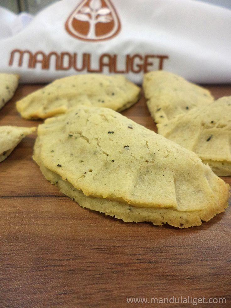 Gluténmentes sajtos calzone Gluténmentes calzone receptünket nem csak gluténérzékenyeknek ajánljuk! A mai gluténmentes receptünket a Mandulaliget Főzőiskola készítette el számunkra. A gluténmentes főzőtanfolyamon hasonló recepteket sajátíthat el Ön is.