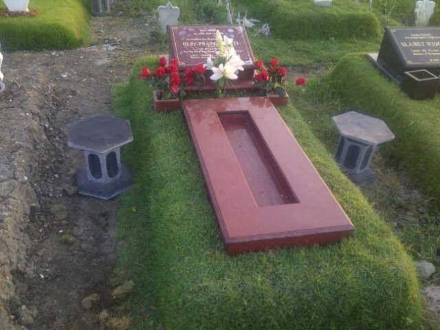 kijingan granit merah standart makam umum kontak kami :  03183315430  081357603030  081515441030