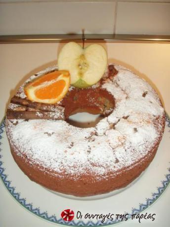 Είναι ένα νόστιμο κέικ μήλου με αρώματα που σε τυλίγουν σε κάθε μπουκιά το οποίο παίρνεις όρκο ότι έχει σιρόπι κι όμως δεν....