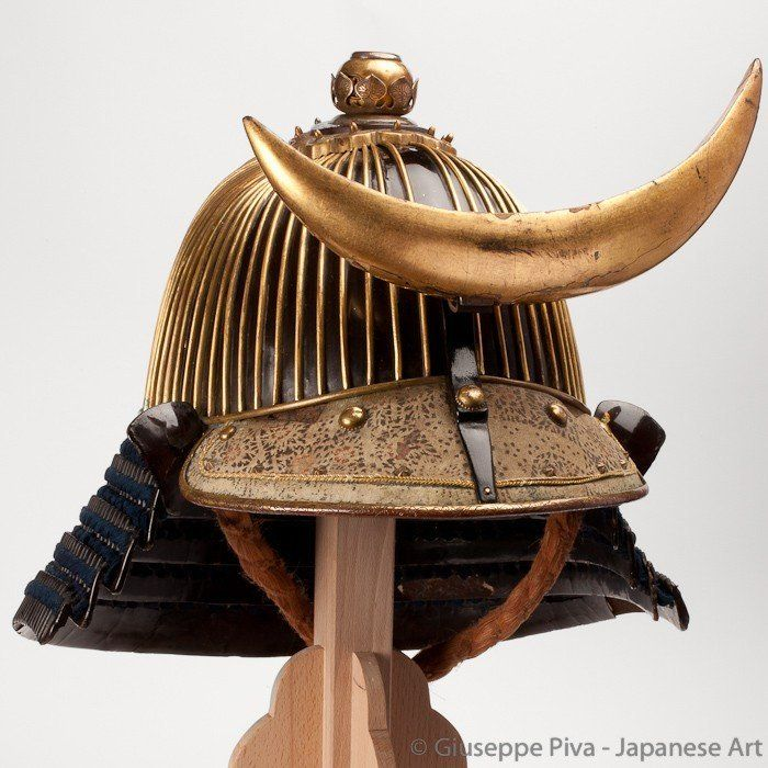 So-fukurin kabuto Early Edo Period (1615-1867)  Samurai helmet  62 plates helmet. The high suji are covered with gilt copper. Extremely good tehen no kanamono in six stages. Maedate original from Edo period.