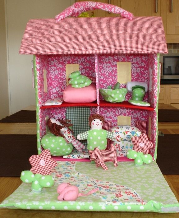 Fabric doll house. I want it!