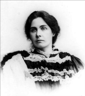 Constance mujer de Oscar Wilde,  que ya se había hecho un nombre como escritora y feminista combativa, cambió su apellido y huyó hasta Génova del escándalo del proceso que se seguía a su marido, murió tras operarla un médico que pretendía curar en el útero problemas neurológicas