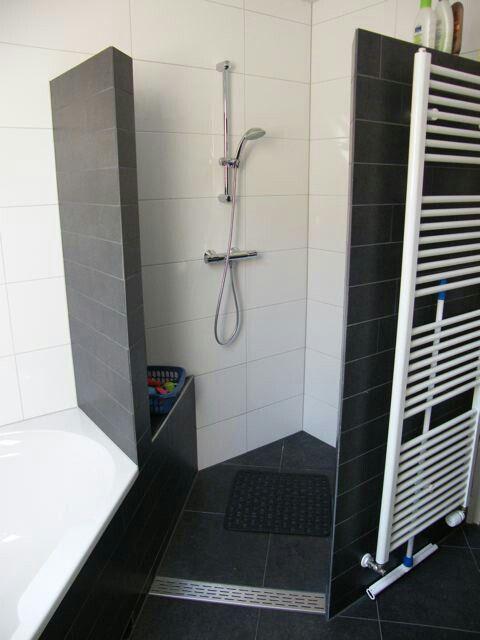 Idee ruimte besparen. Toch een bad en douche.