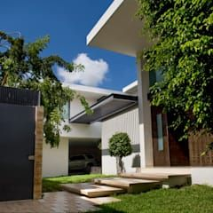 Residencia JC-ROA: Casas de estilo moderno por AIDA TRACONIS ARQUITECTOS EN MERIDA YUCATAN MEXICO