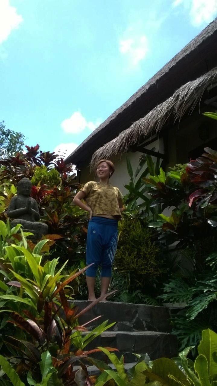 Beautiful yogini Kumie with Sun and Ground Cropped T-shirt x Tom Boys Half Pants!
