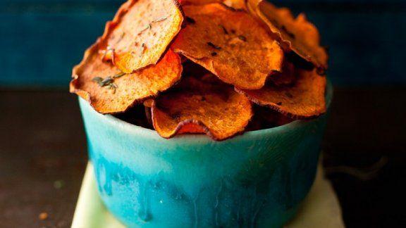 Chips aus Süßkartoffeln - Achtung Suchtgefahr! - http://eatsmarter.de/rezepte/chips-aus-suesskartoffeln