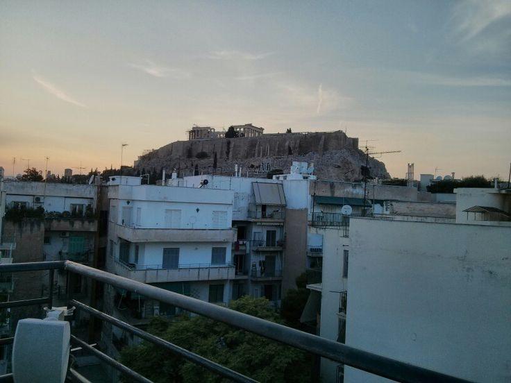 L'Acropole d'Athènes depuis le toit de l'auberge de jeunesse Backpackers