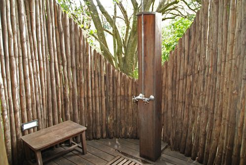 Douche ext rieur pour jardin photo decoration douche d for Decoration exterieur en bois