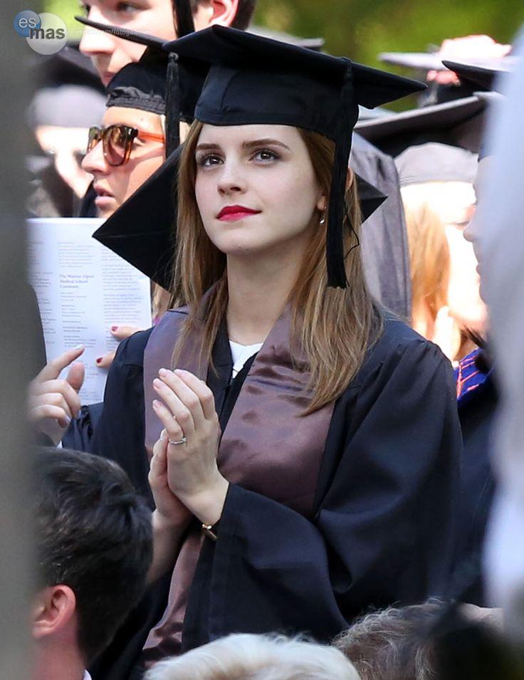 ¡Emma Watson se gradúa! El fin de semana terminó sus estudios en literatura inglesa en la Universidad de Brown.