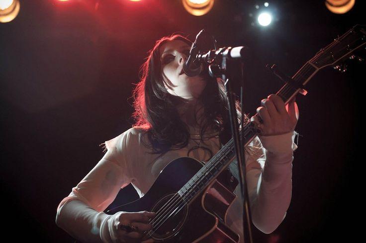 La revolucionaria banda estadounidense Swans ha tenido un recorrido impresionante a lo largo de su historia. Desde los 80 ha liderado el movimiento de música experimental, con inacabable creatividad y talento.