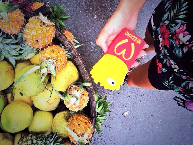 moschino , piñas, pineapple soy tendencia
