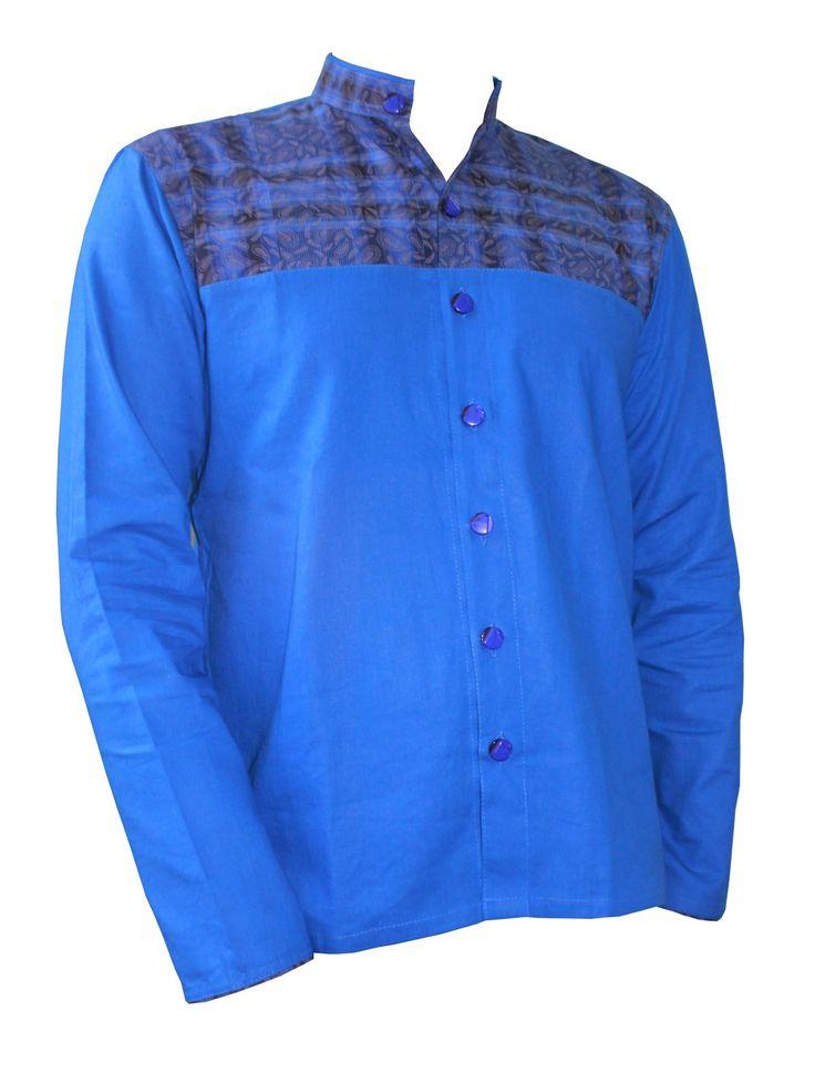Un nouveau design pour Leean Collection. Chemise homme manches longues. De couleur bleu uni juste au niveau de la poitrine coton imprimé dégradé de bleu et discrète impression dorée. Col Mao sans boutons aux niveaux des poignets.