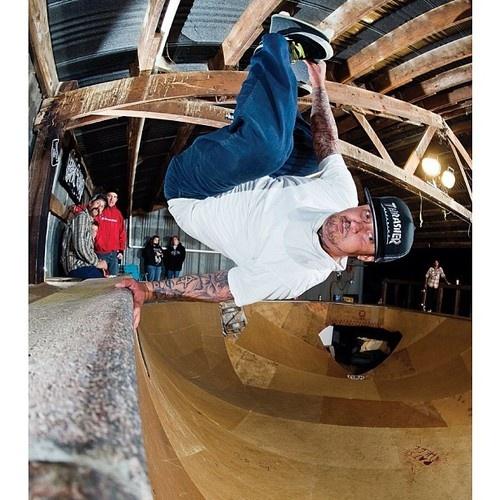 joshuapollina: Andy Roy, frontside invert. Photo:@danzphoto