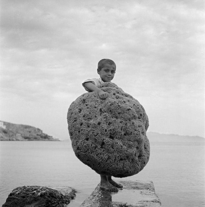 Voula Papaioannou 1950-55 kid with sponge/Kalymnos island