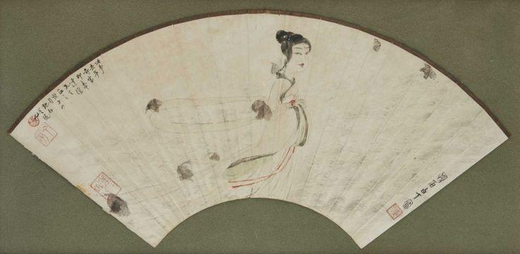 CHINE- FU Baoshi (1904-1965) Encre et couleurs sur papier en forme d'éventail, représentant la déesse de Xiang. Datée de 1948. Signé et suivi des cachets d'artiste. Larg. à vue: 50 cm Encadré sous verre.Il… - Pescheteau-Badin - 13/06/2015
