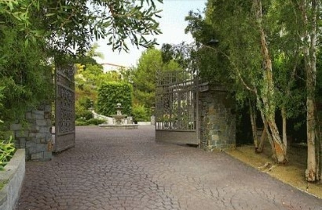 Front gate to driveway of mansion | Home Design Ideas ...