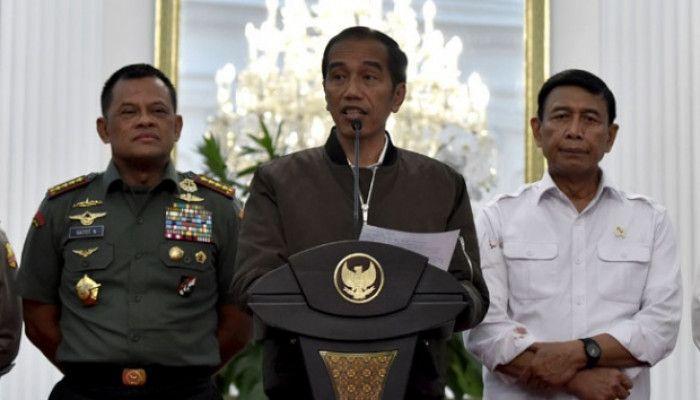 Ternyata Jaket Jokowi Yang Trendy Itu Minjem Punya Anaknya Loh! Anak Yang Mana Ya?