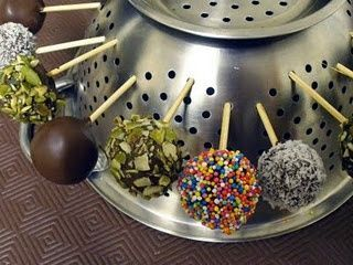 "Use a colandar to dry Cake Pops without getting that 'flat side"".....no need to buy special tools!"