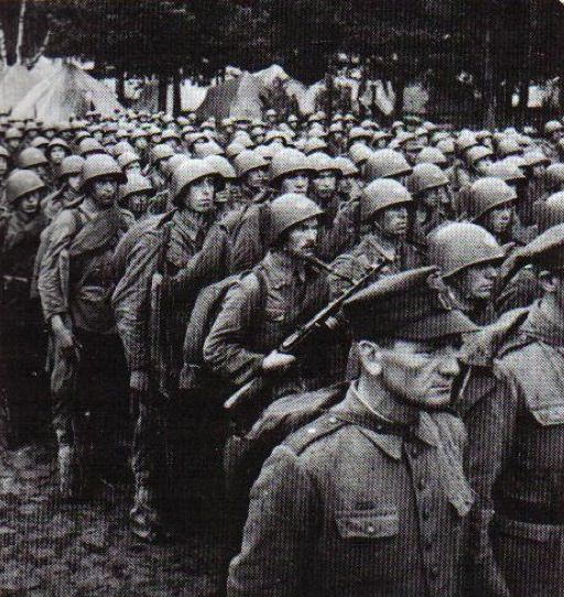 Polish soldiers of the Soviet raised Polish I Corps (LWP) prepare to march. (Sikorski Institute), pin by Paolo Marzioli