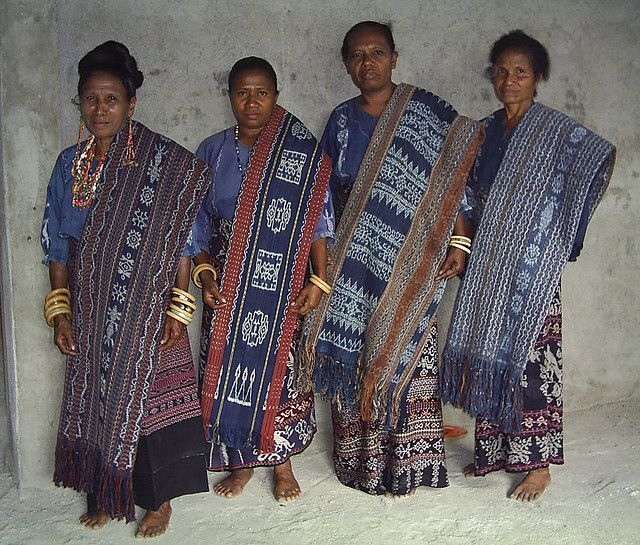 INDONESIA PHOTO. FLORES ISLANDS NATIVES, DRESSED WITH IKATS.