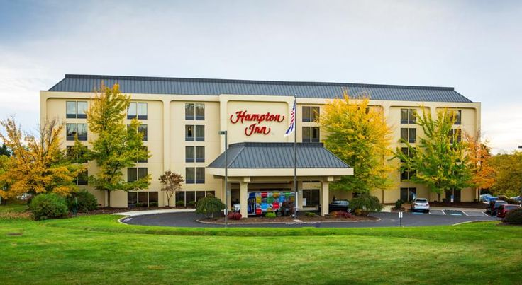 Hampton Inn Pittsburgh/Airport Moon Township Located in Moon Township, Pennsylvania, this hotel offers shuttle services to Pittsburgh International Airport. It features a spa, a gym and free Wi-Fi in the guest rooms.