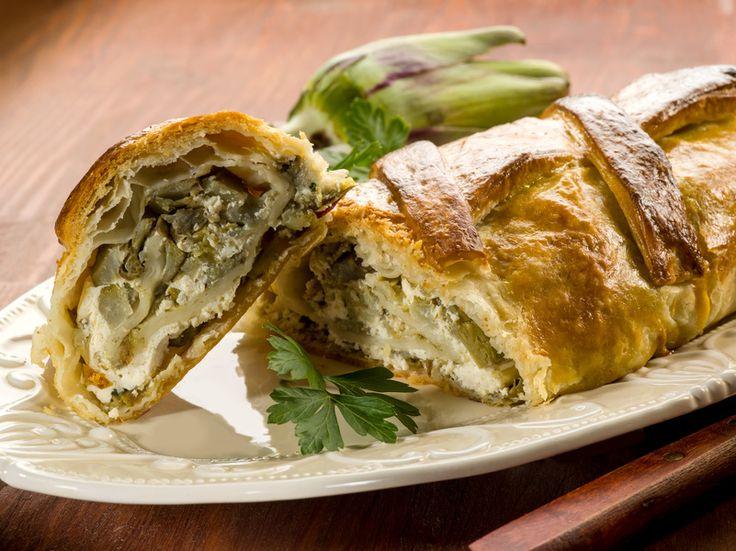 Ricetta Strudel di patate, broccoli e ricotta PREPARAZIONE : 60 minuti COTTURA: 40 minuti PER 6 PERSONE Ingredienti 1 kg di patate rosse (o vecchie)  250 g di ricotta  500 g di broccoli  2 uova  200 g di farina  olio extravergine d'oliva , sale, pepe  - Scopri la ricetta:  http://www.granarolo.it/Ricette/Strudel-di-patate-broccoli-e-ricotta