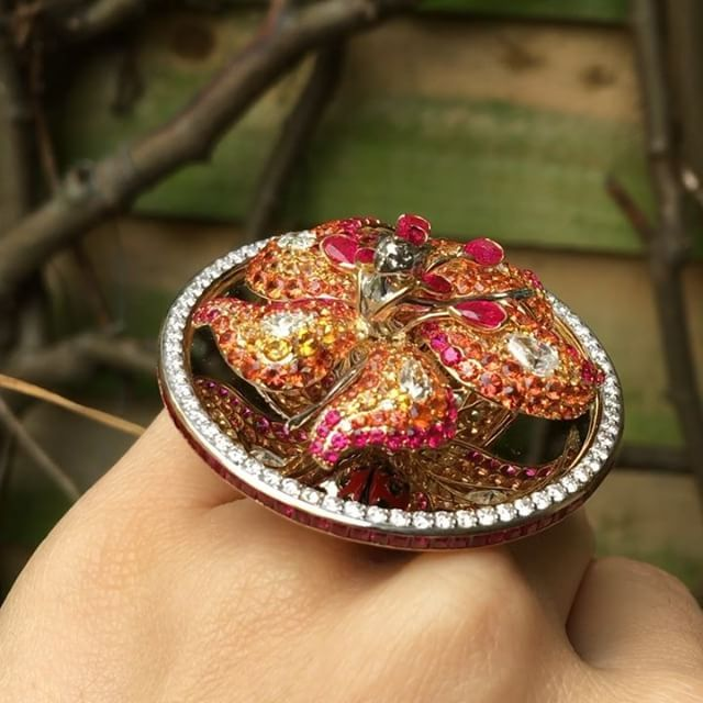 Celebrating the last day of august with the dreamiest ring of all: #Lilly Dancing Doll ring from #TheWaltzOfTheFlowers Collection. #sybaritejewellery #london