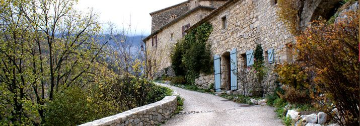 Hilltop villages - Provence - http://www.provenceguide.co.uk/home/vaucluse-in-provence/discover-vaucluse/don-t-miss/hilltop-villages.aspx