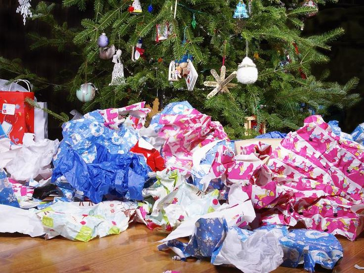 Thieves have stolen around £2,000 of Christmas presents and food before dumping wrapping paper in the street, police said. Thames Valley Police said a group of burglars broke into a house in Walton Street, Oxford, in the early hours of Christmas Eve. Children's toys, games and clothes were among the items stolen.