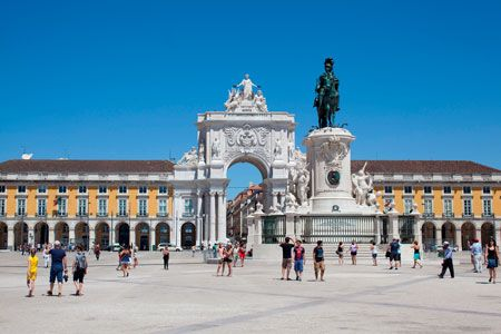 "Lisboa is the top tourist preferences in Europe as the best family, honeymoon or even winter holidays destination, according to the Best Vacations ranking from the U.S. News website.  The Portuguese capital has been distinguished in the categories of ""Best Winter Holiday Destination"" (2nd), ""Most Affordable Destination"" (2nd), ""Most Affordable Honeymoon Destination"" (3rd), ""Best Destination to Visit"" (6th), ""Best Family Destination"" (10th) and ""Best Honeymoon Destination"" (10th). July 2014"