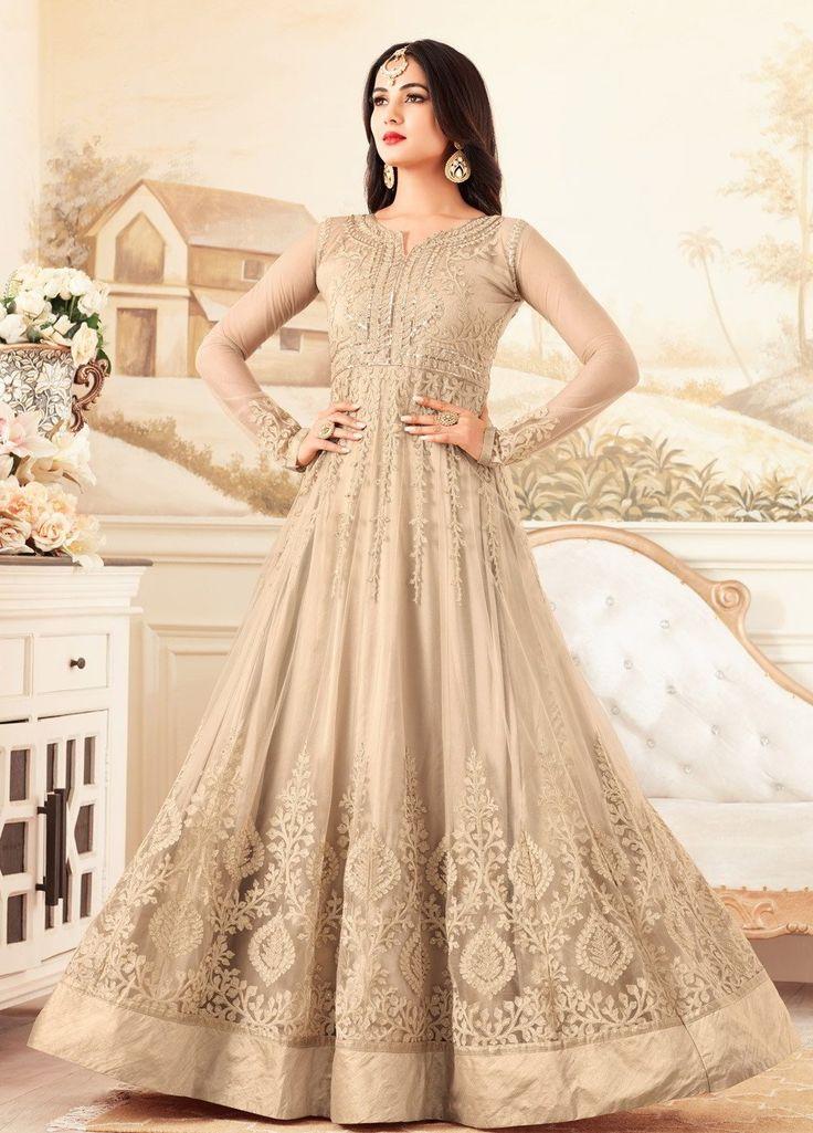 Бежевое длинное платье в пол, из гипюра, с длинными прозрачными рукавами, украшенное вышивкой