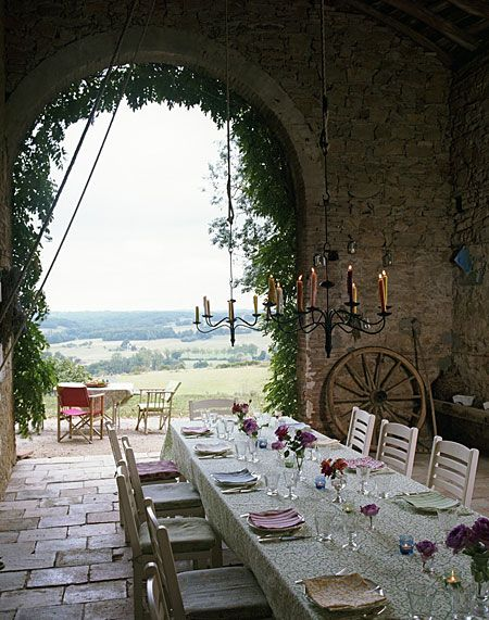 oh, how beautiful! I want to have a dinner party like this someday.