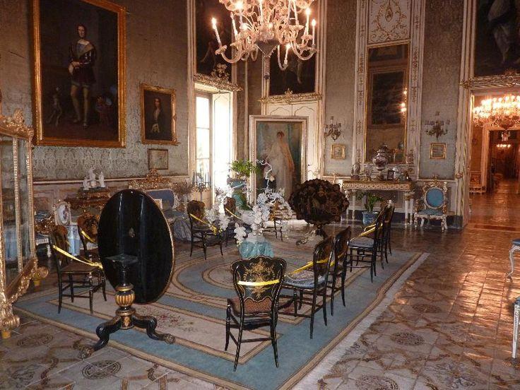 Palazzo Valguarnera Gangi, Palermo. La stanza celeste con il ritratto della principessa Giulia di Gangi, nonna dell'attuale proprietario, dipinto da Van Biesbroeck. Foto Silvia Mazza