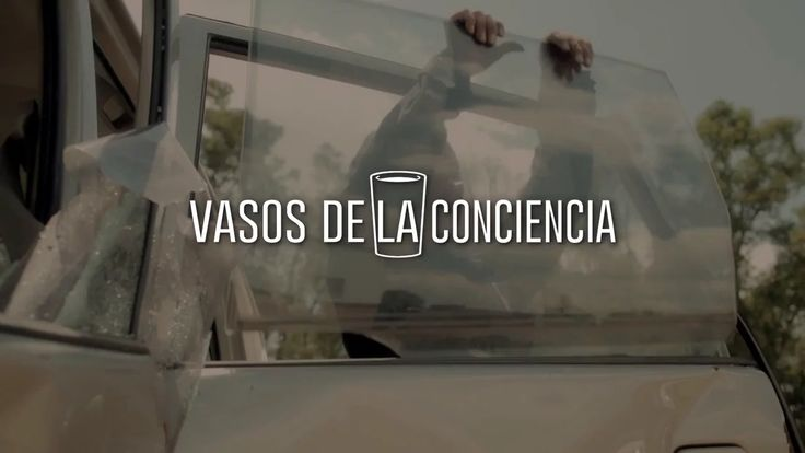 """Arrechedera Claverol presentó """"Vasos de la Conciencia"""", campaña que consistió en transformar los cristales de autos asegurados accidentados…"""