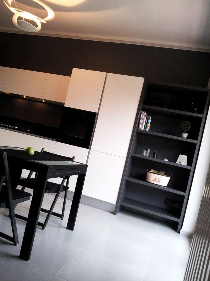 Ampia cucina con penisola su Living Room a Torino - Piovano Home Design