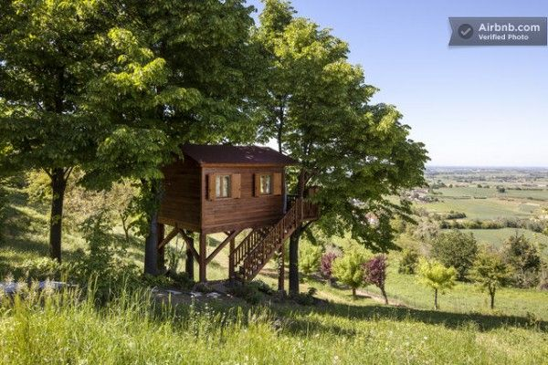 Are you kidding....a tree house in Italy....oh baby...or should I say bombino!!!.......aromantica treehouse 01 600x400   Tiny Treehouse Cabin in Italy You Can Stay In