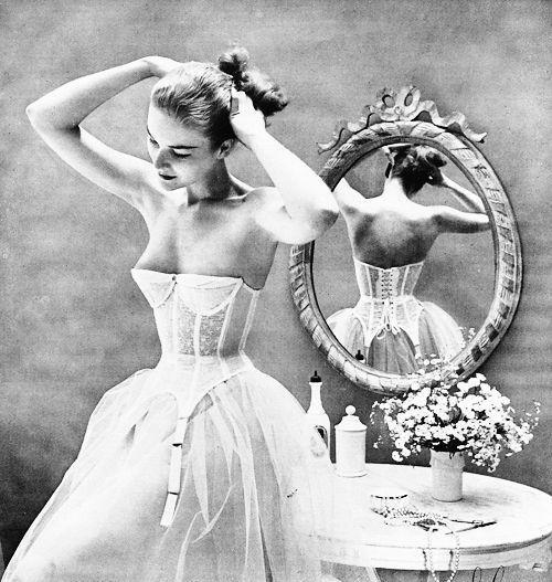 Warner-s-Merry-Widow-advertisement--1952.jpg