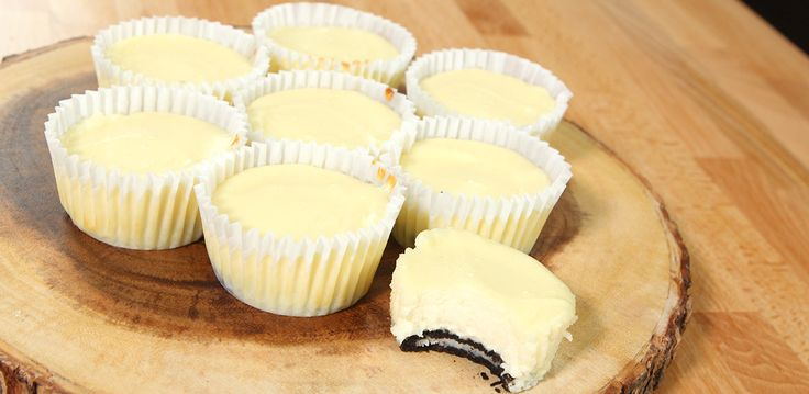 In my opinion, Oreo's are the most delicious store bought cookie you will ever come across. Not to mention everything you can do with an oreo cookie! These mini cream cheese oreo bites are the most delicious treat ever! The simplicity of them alone gets me even more excited to whip these up! Only 6 …