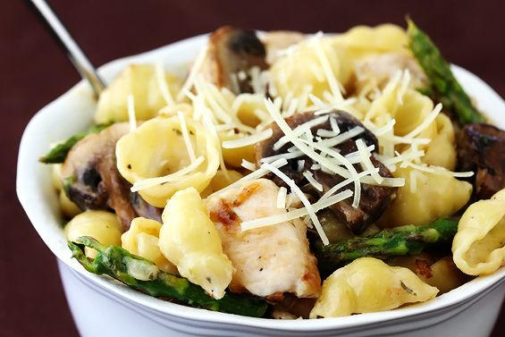 20 minute dinner tonight! Pasta with goat cheese, chicken, asparagus & mushroom. (Use 1/2 the pasta!)
