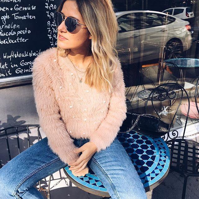 Sweater Molly Bracken @dani_nanaa READY FOR DINNER  #chillimilli HAPPY SUNDAY LOVERS  Hattet ihr einen schönen Sonntag? Wir hatten heute die Family zum Brunch bei uns leckaaa wars... NIGHTY NIGHT SWEETIES   #teddy #mollybracken #meoftheday #streetstyle #hamburg #girl #lookbook #streetwear #strolling #womenstyle #styleinspo #inspo #prettylittleiiinspo #gucci #blogger_de #fashionblogger_de #foodporn #blondesandcookies #mollybracken #fashion #women #weekend #outfit #fashioninspo