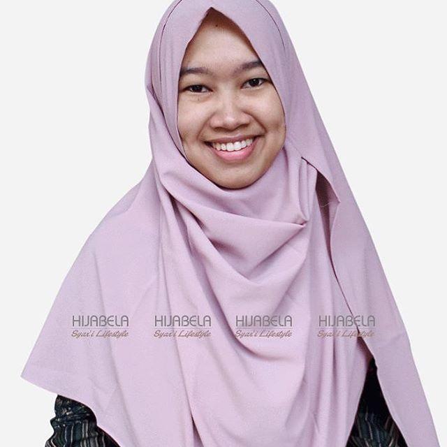 ukhti... Bingung cari hijab instan yang syar'i, bahan adem, ringan dan jatuh dipakainya? . . @hijabela_syari punya solusi nya ya ukhti...langsung order #pashminainstan  @hijabela_syari insya Allah dijamin suka dan puas 😊 . . Pashmina Instan @hijabela_syari ni banyak kelebihannya, selain SYAR'I, SIMPLE dan STYLISH juga bahannya ADEM, LEMBUT, RINGAN & STRETCH (jatuh saat dipakai) . . Satu lagi kelebihan Hijabela adalah finishing tepi dijahit standar butik .. Penasaran? @hijabela_syari…